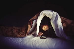 smartphoneinbed