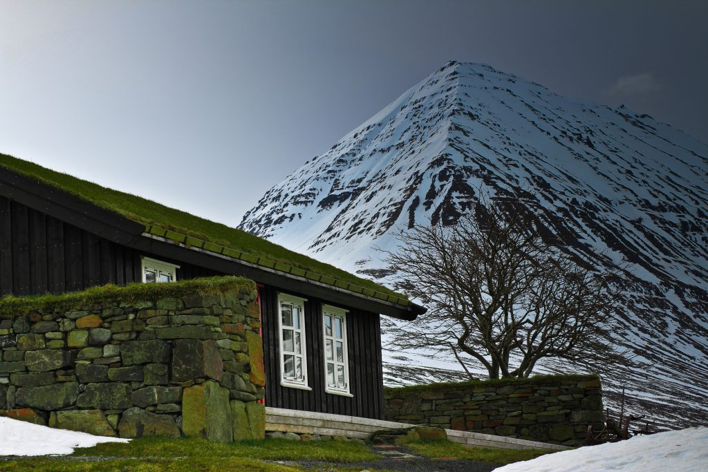 digital detox retreats in Iceland